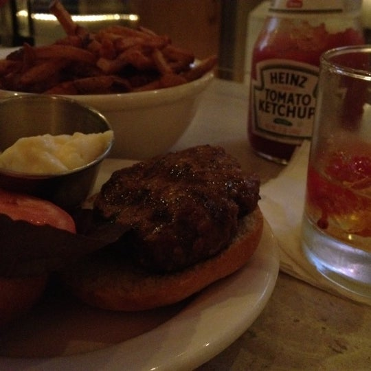 Photo prise au Henlopen City Oyster House par Shannon F. le12/27/2011