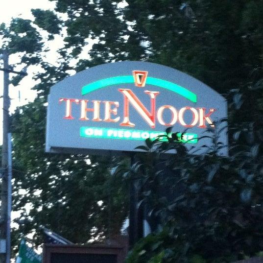 Das Foto wurde bei The Nook on Piedmont Park von Logan H. am 5/20/2012 aufgenommen