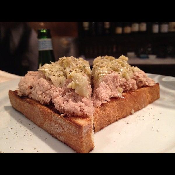 Foto diambil di Bottega del Vino oleh Ask NYC Foodie pada 3/24/2012