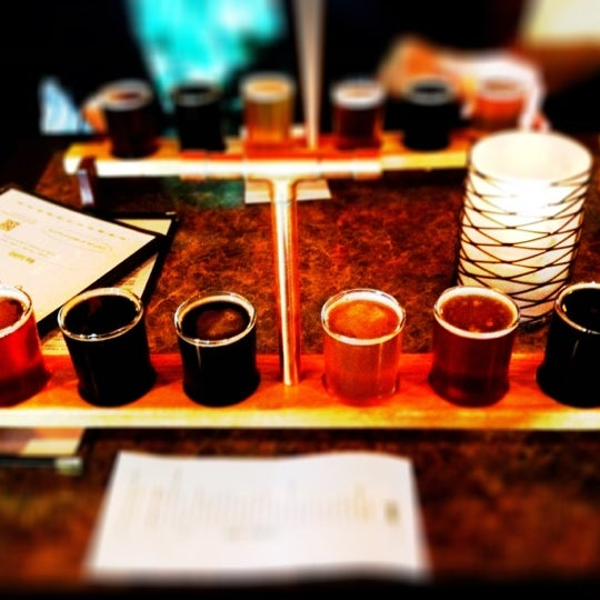 Снимок сделан в Saugatuck Brewing Company пользователем Rob G. 5/5/2012