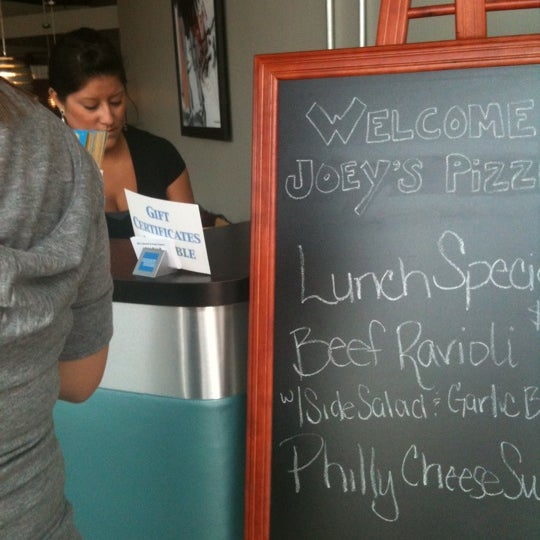 8/30/2011にKristin A.がJoey's Pizzeriaで撮った写真