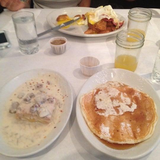 Снимок сделан в Southport Grocery & Cafe пользователем Jaime B. 7/1/2012