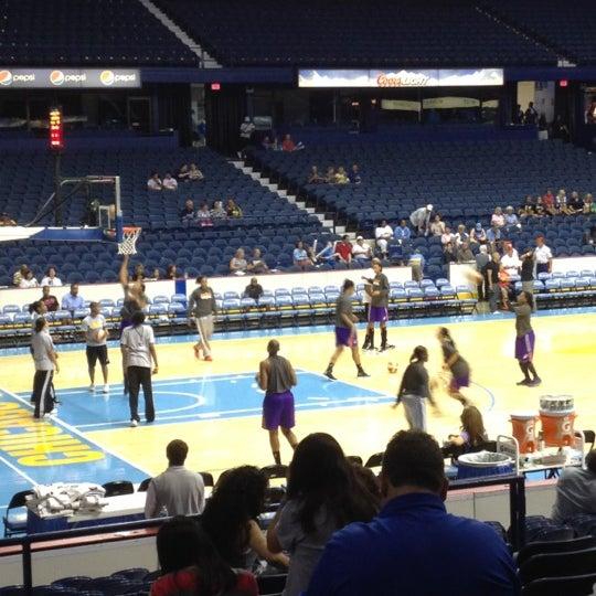 รูปภาพถ่ายที่ Allstate Arena โดย Sarah W. เมื่อ 6/29/2012