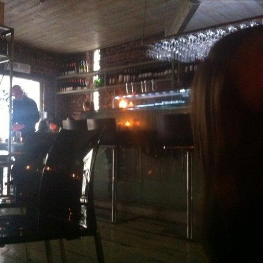Foto tirada no(a) The Port House Pintxo por Jamie I. em 4/8/2012