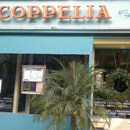 Photo prise au Coppelia par Rita W. le12/17/2011