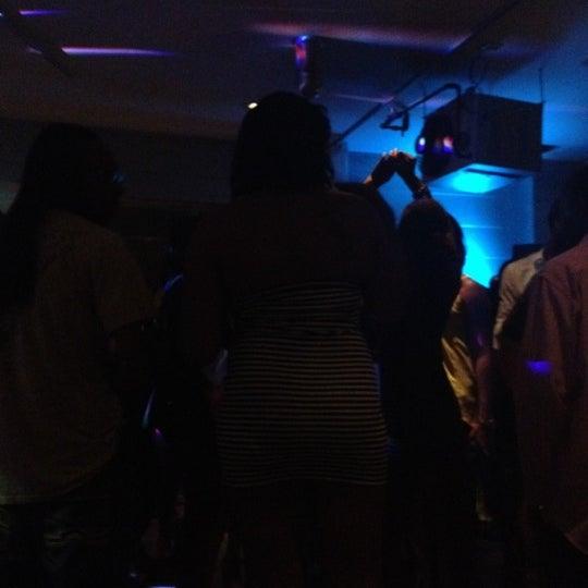 Снимок сделан в Solas Lounge & Rooftop Bar пользователем Kam B. 8/30/2012
