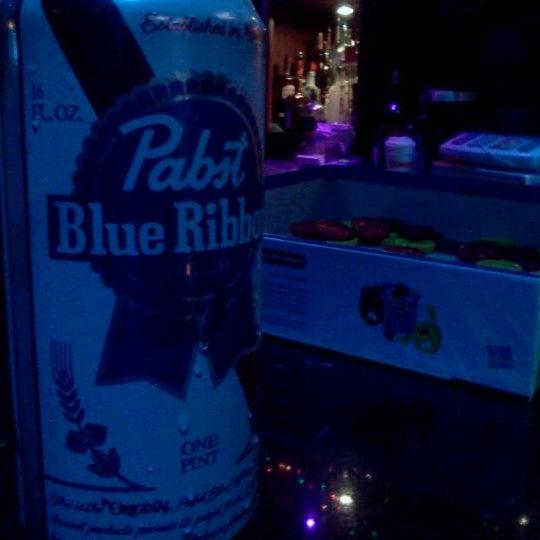 Foto tomada en Raven Lounge por Nehemiah B. el 1/2/2012