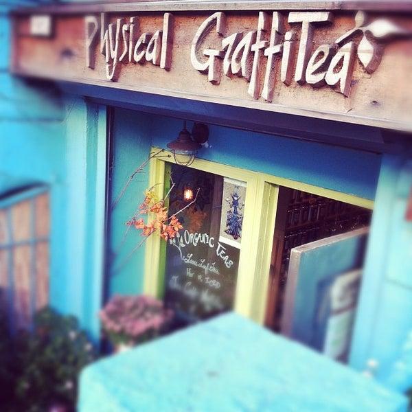 รูปภาพถ่ายที่ Physical Graffitea โดย Meng H. เมื่อ 11/9/2011