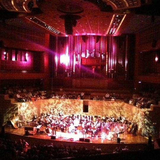 Foto tirada no(a) Morton H. Meyerson Symphony Center por Marya S. em 10/16/2011