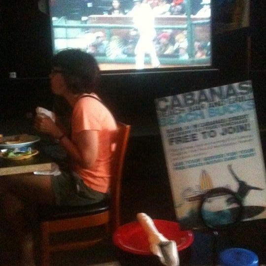 Foto tomada en Cabanas Beach Bar and Grill por Court Rose el 8/7/2011