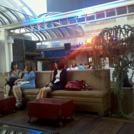 Foto tirada no(a) Hudson Terrace por Danielle L. em 9/3/2011
