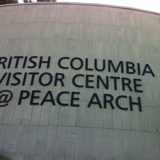 Foto scattata a British Columbia Visitor Centre @ Peace Arch da Miranda Y. il 7/25/2012