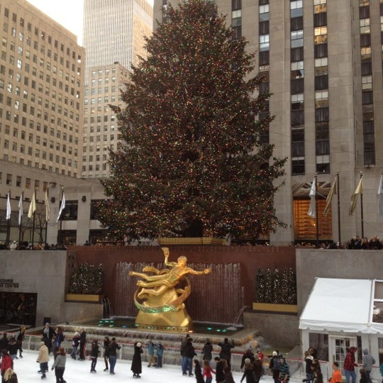 Das Foto wurde bei The Rink at Rockefeller Center von Saneel R. am 12/3/2011 aufgenommen