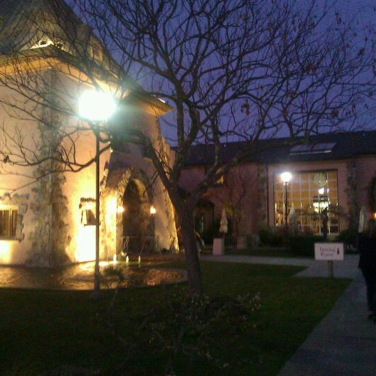 Foto scattata a Peju Province Winery da Mandy P. il 1/14/2012