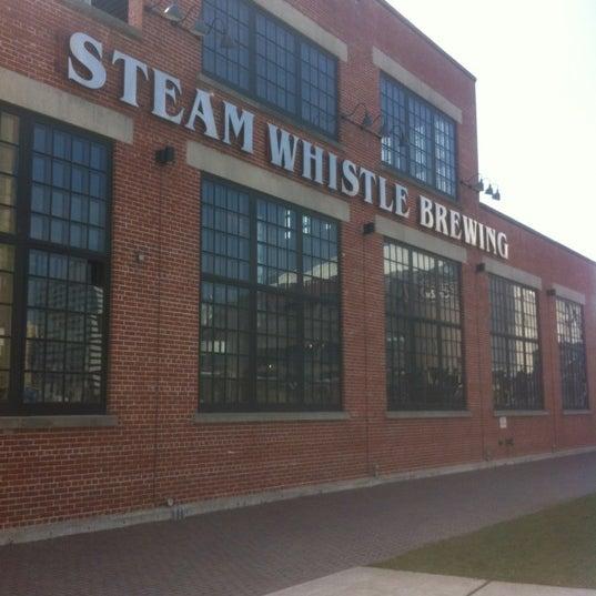 3/19/2012 tarihinde Chris Y.ziyaretçi tarafından Steam Whistle Brewing'de çekilen fotoğraf