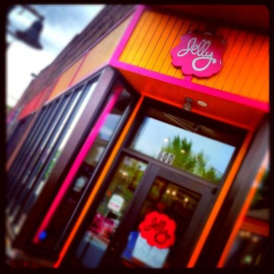 รูปภาพถ่ายที่ Jelly Cafe โดย Eric S. เมื่อ 5/22/2012