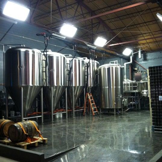 Foto diambil di Good People Brewing Company oleh Juhmad H. pada 3/24/2011