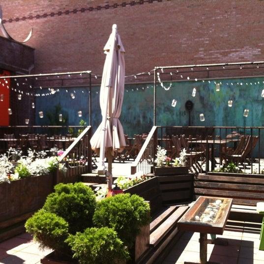 Снимок сделан в MyMoon Restaurant пользователем CitySolve 5/18/2012
