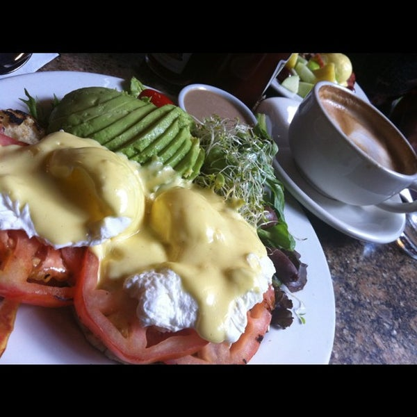 รูปภาพถ่ายที่ Cupping Room Cafe โดย Josephine D. เมื่อ 10/23/2011