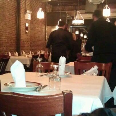 Das Foto wurde bei Taci's Beyti Restaurant von Ayşe Nur A. am 12/8/2011 aufgenommen