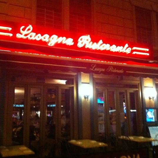 Das Foto wurde bei Lasagna Restaurant von Melanie N. am 4/19/2012 aufgenommen
