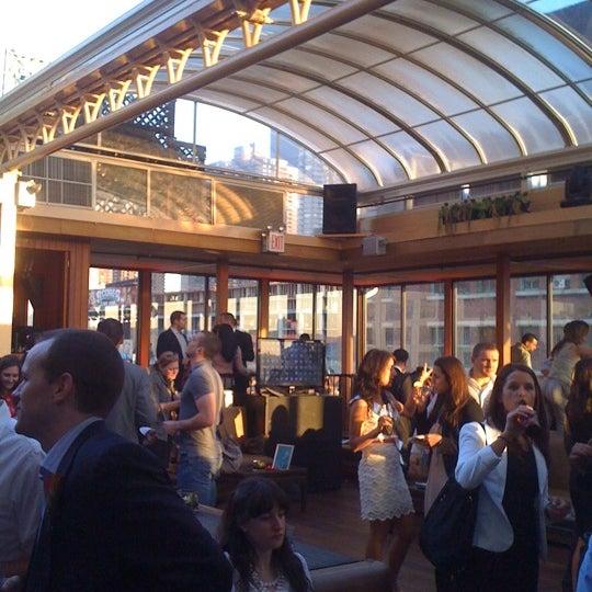 Foto tirada no(a) Hudson Terrace por Nikita S. em 4/19/2012