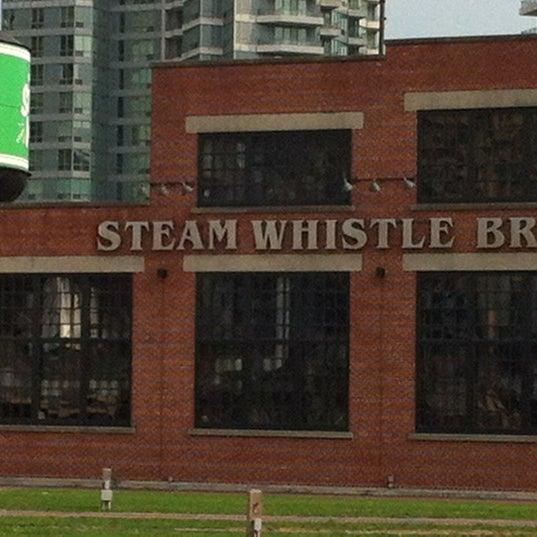8/16/2012 tarihinde Stephan H.ziyaretçi tarafından Steam Whistle Brewing'de çekilen fotoğraf