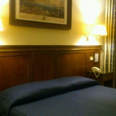2/21/2012 tarihinde Fumio T.ziyaretçi tarafından Hotel Des Artistes'de çekilen fotoğraf