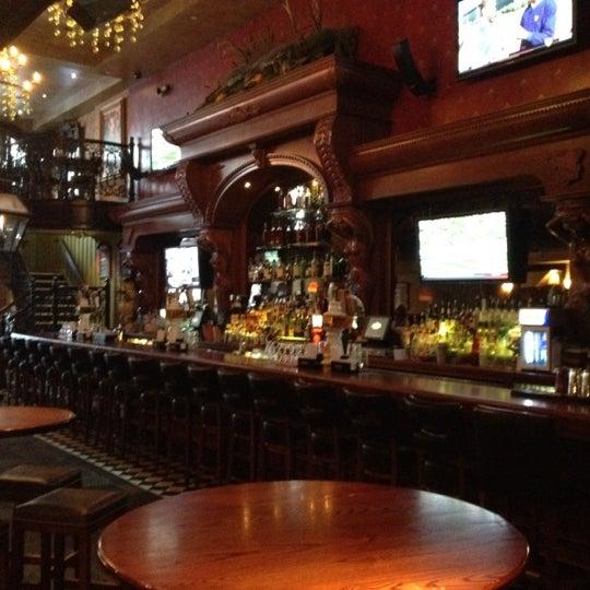 Foto tirada no(a) Bourbon Street Bar & Grille por Vince G. em 3/20/2012