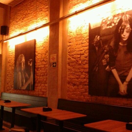 4/22/2012 tarihinde Conti C.ziyaretçi tarafından Rock 'n' Roll Burger'de çekilen fotoğraf
