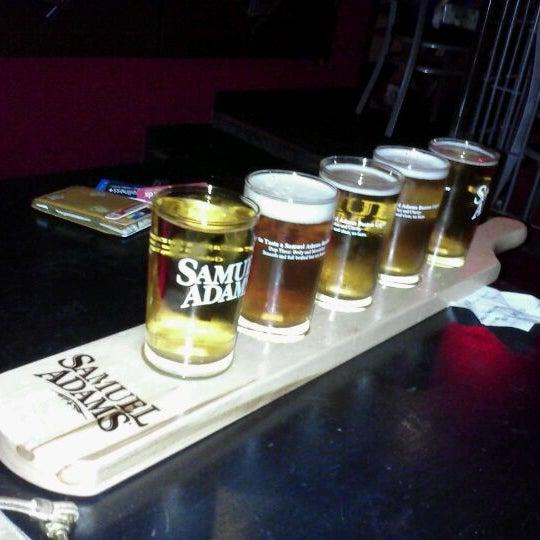Photo prise au Buddha Beer Bar par Ari J. le5/29/2012