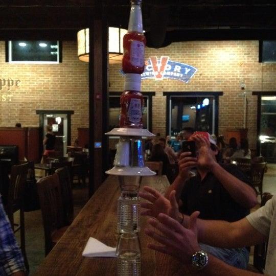 รูปภาพถ่ายที่ Tyler's Restaurant & Taproom โดย Michael D. เมื่อ 5/6/2012
