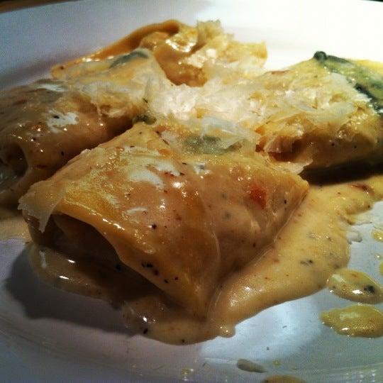 Снимок сделан в Cafe Firenze пользователем Stephanie T. 4/29/2012