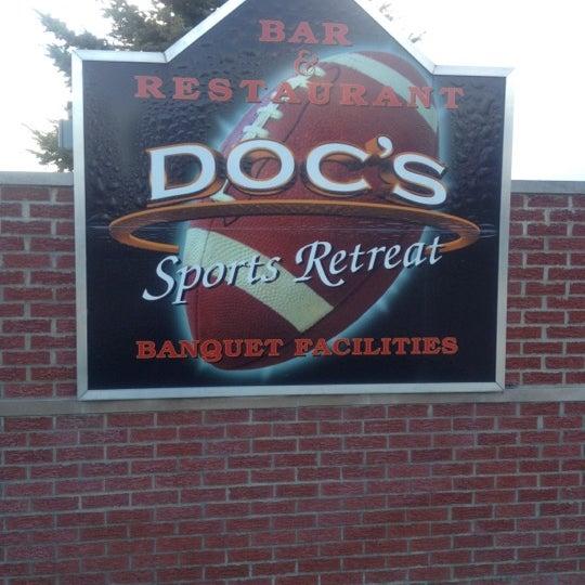 Foto scattata a Doc's Sports Retreat da Brian F. il 5/3/2012