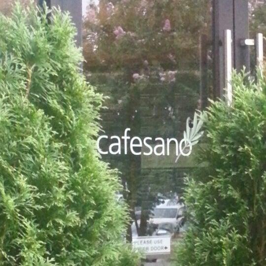 Photo prise au Cafesano par Todd S. le8/19/2012