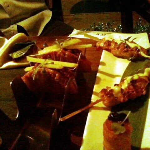 Foto diambil di Silk Rd Tavern oleh Joshua N. pada 8/31/2012