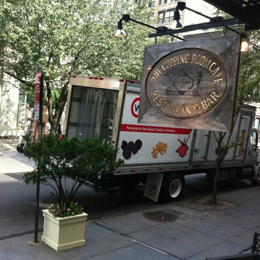 รูปภาพถ่ายที่ Cupping Room Cafe โดย Kevin L. เมื่อ 8/7/2012