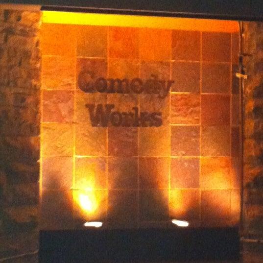 2/18/2012 tarihinde Lisa F.ziyaretçi tarafından Comedy Works Downtown in Larimer Square'de çekilen fotoğraf