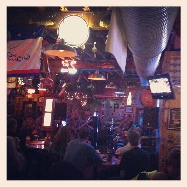 Das Foto wurde bei El Bait Shop von Chris W. am 2/16/2012 aufgenommen