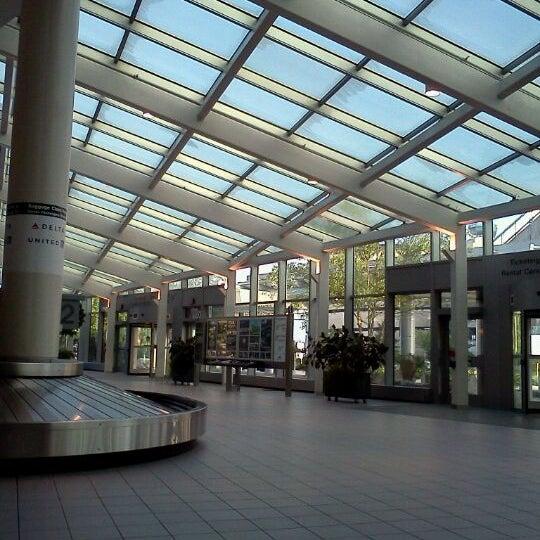 Manchester-Boston Regional Airport (MHT)