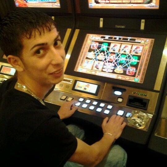 รูปภาพถ่ายที่ Horseshoe Hammond Casino โดย joseph J. เมื่อ 4/14/2012