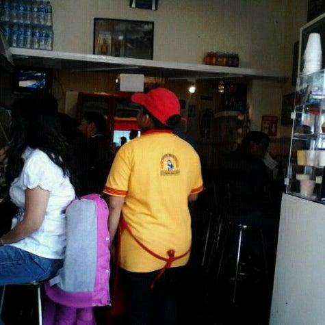 Foto tirada no(a) Tacos sarita por De La Torre em 8/24/2012
