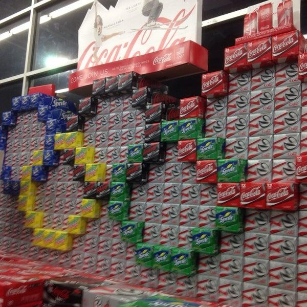 2/24/2014 tarihinde Andy B.ziyaretçi tarafından Walmart'de çekilen fotoğraf