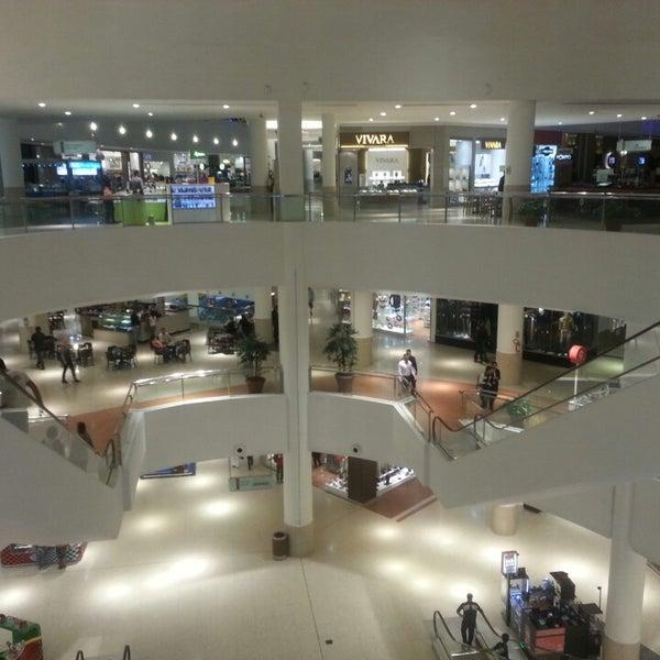 Foto tirada no(a) Shopping Palladium por Fred em 4/16/2013