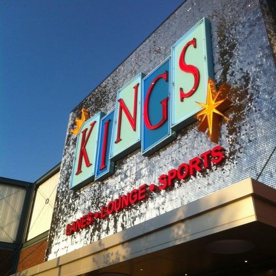 Снимок сделан в Kings Dining & Entertainment пользователем Erika 9/29/2012