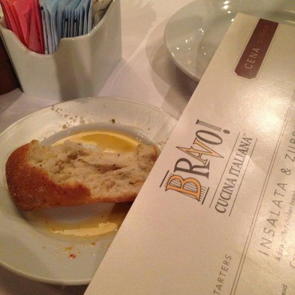 Das Foto wurde bei BRAVO! Cucina Italiana von Chris R. am 3/29/2013 aufgenommen