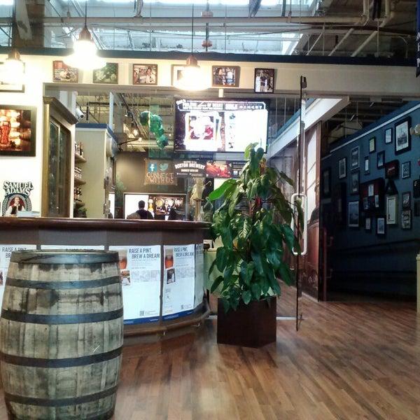 Photo prise au Samuel Adams Brewery par Meghann H. le6/7/2013
