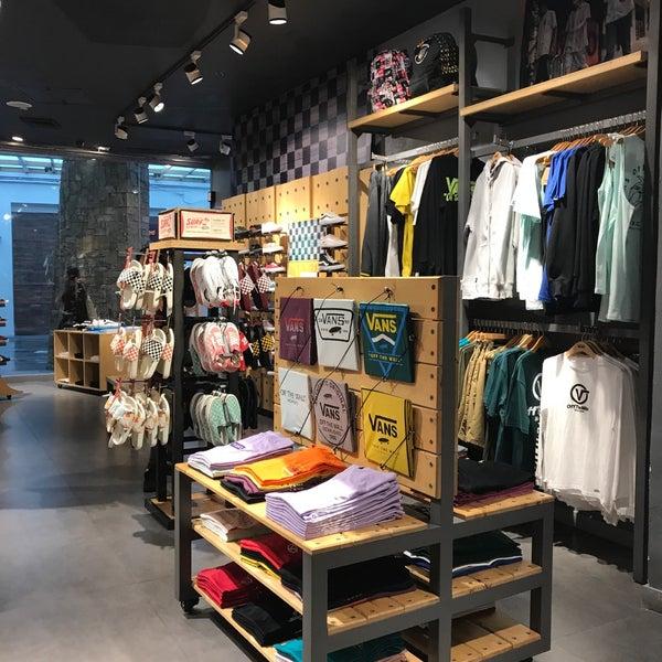 Vans - Shoe Store in Makati City