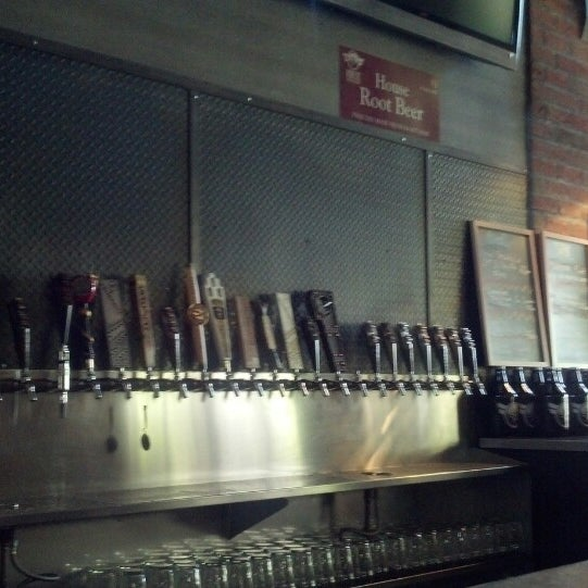 Снимок сделан в Kinetic Brewing Company пользователем Raymond H. 5/1/2013