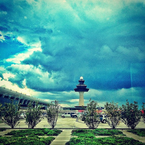 Foto diambil di Washington Dulles International Airport oleh Ilya pada 5/8/2013
